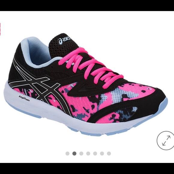 NWT Asics girls running shoes size 5